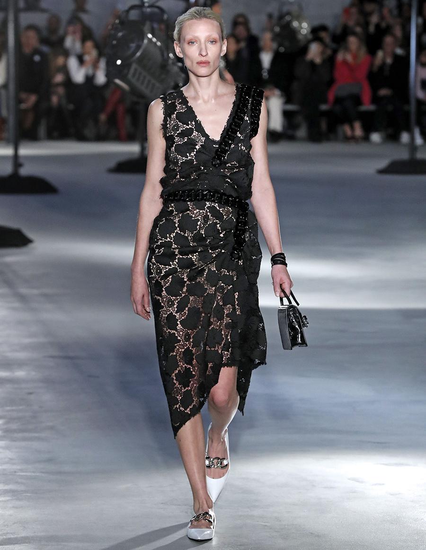 платье кружево черное миди что надеть на новый год 2021