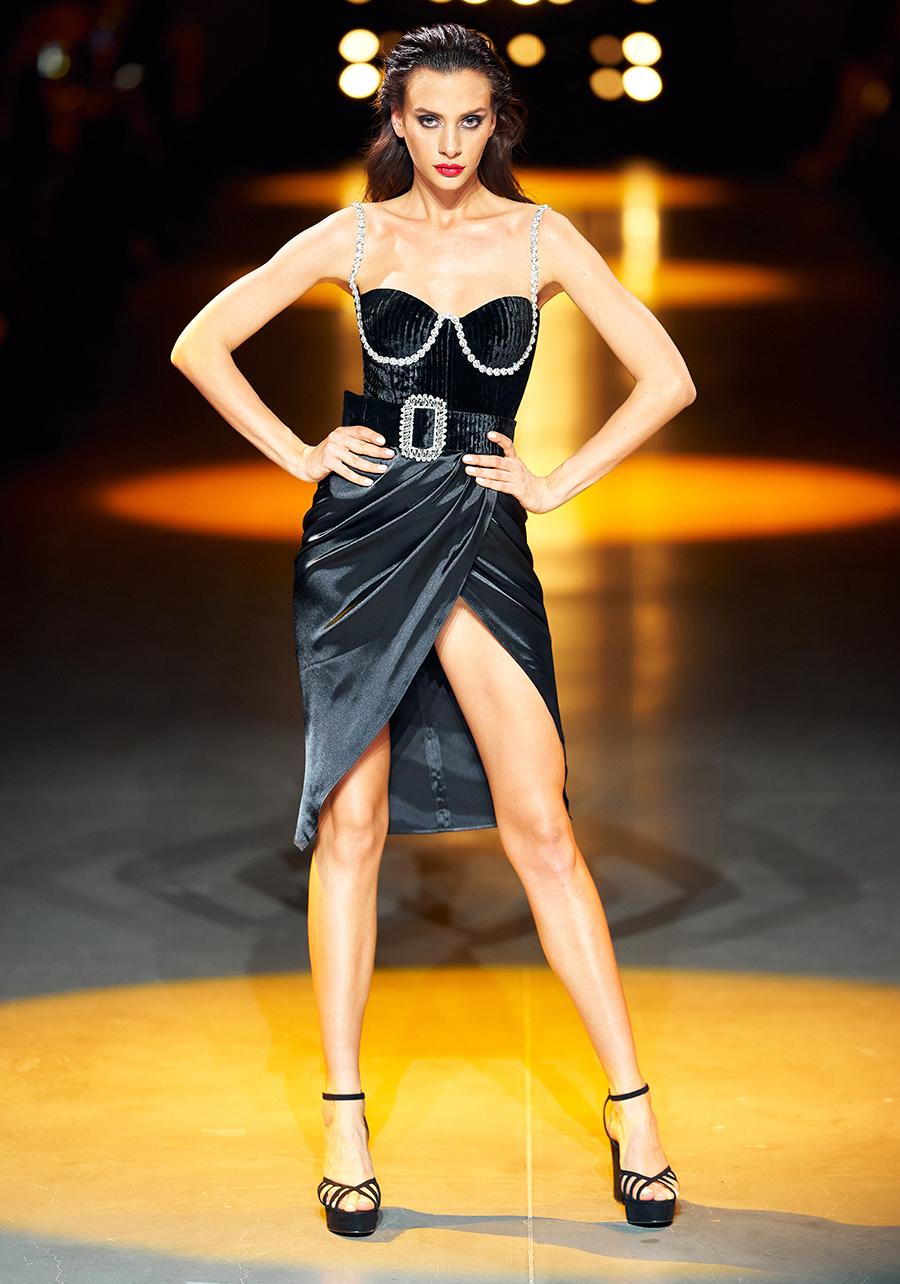 платье декольте черное миди что надеть на новый год 2021