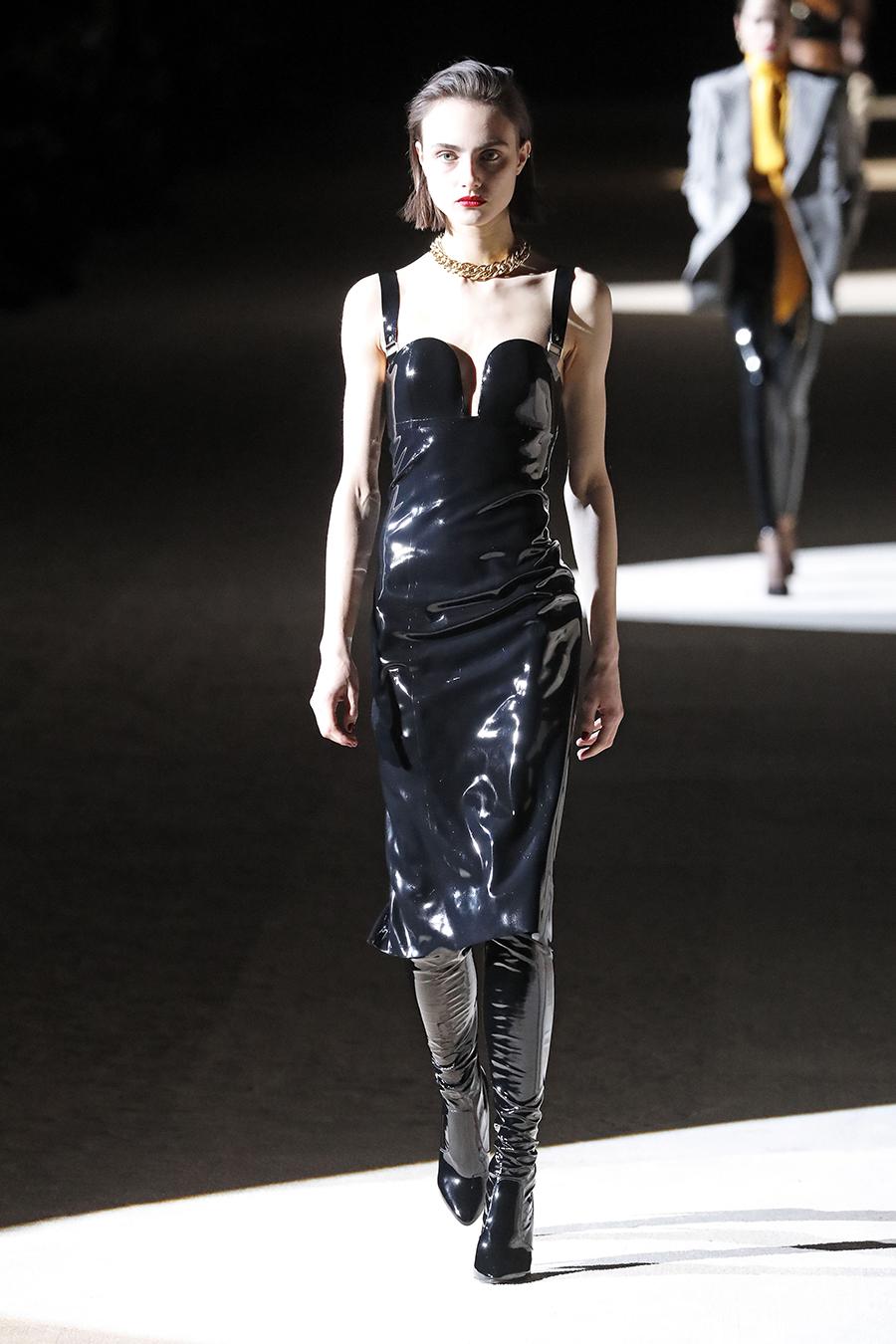 платье декольте черное миди кожа латекс лак что надеть на новый год 2021