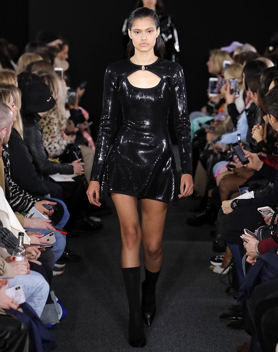 платье пайетки короткое черное что надеть на новый год 2021