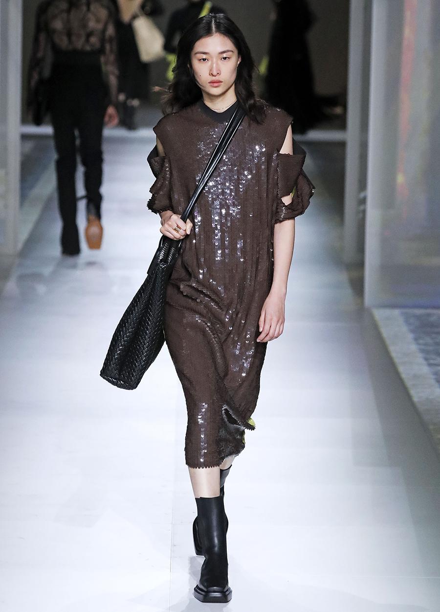 платье пайетки миди коричневое что надеть на новый год 2021