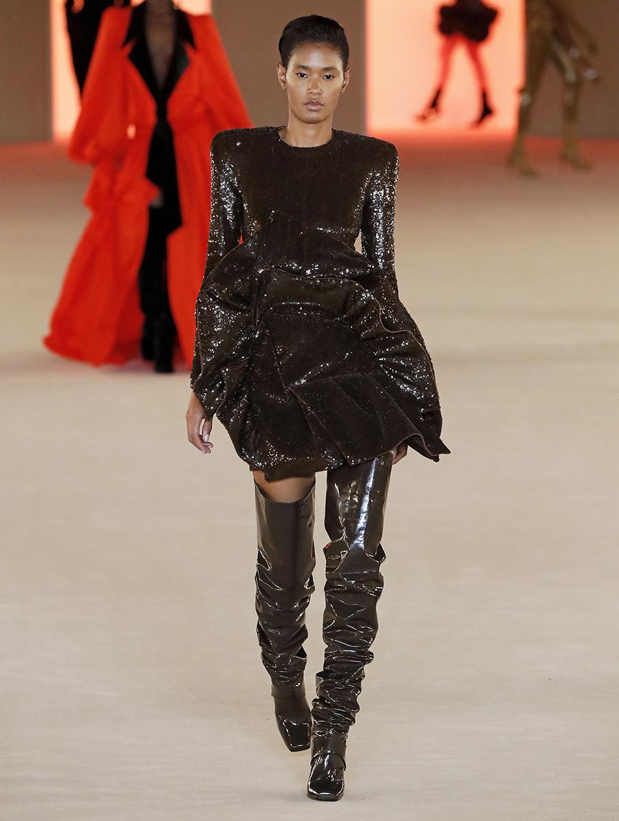 платье пайетки короткое коричневое что надеть на новый год 2021