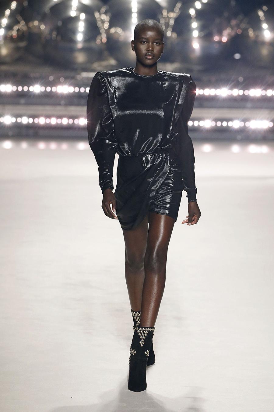 платье пышные рукава короткое черное что надеть на новый год 2021