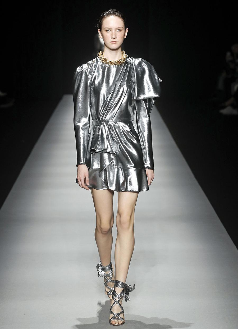 платье серебряное что надеть на новый год 2021
