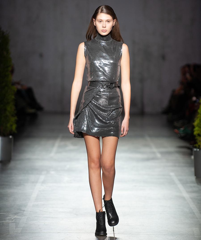 платье серебряное мини что надеть на новый год 2021