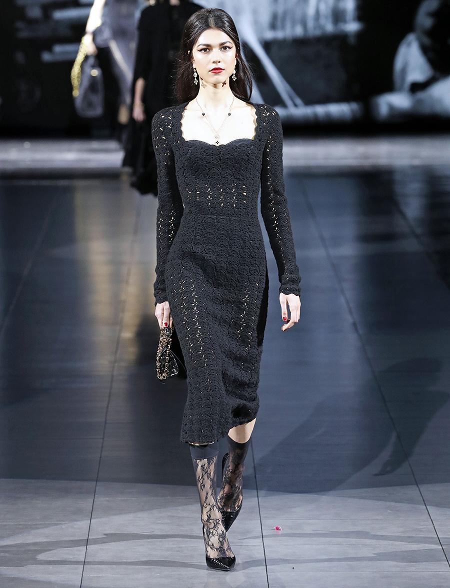 платье вязаное трикотажное черное миди что надеть на новый год 2021