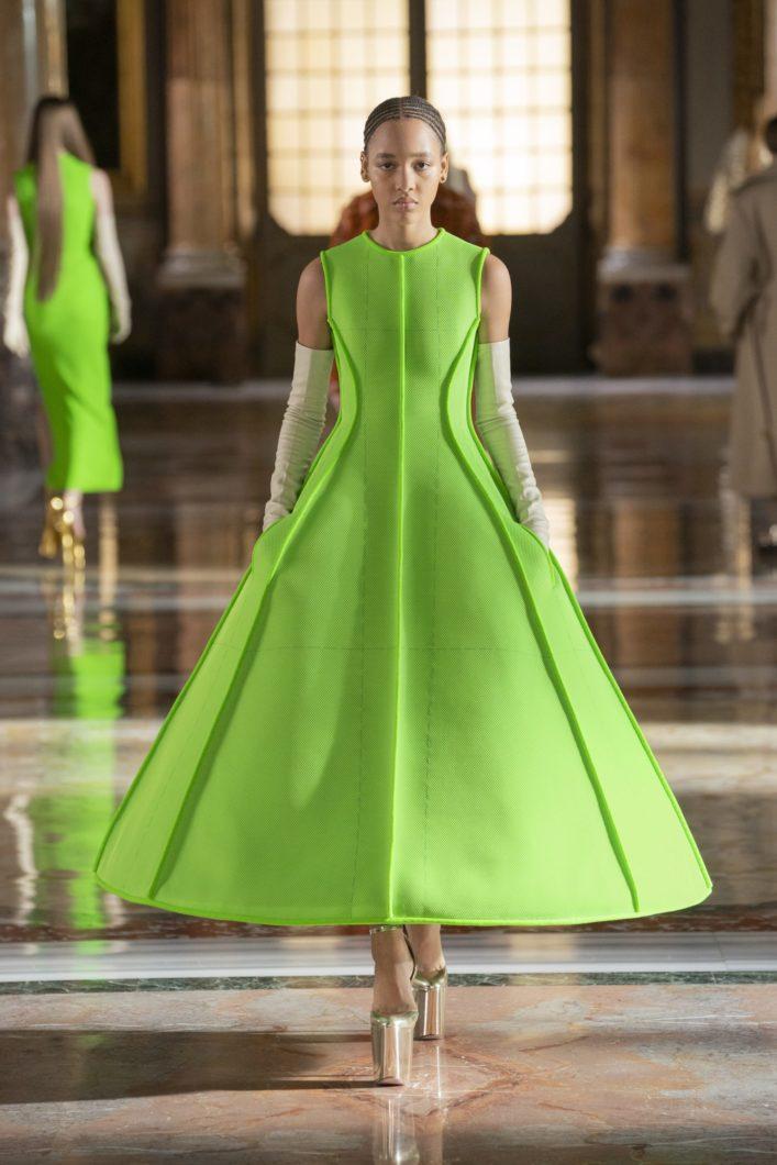 платье Valentino весна 2021