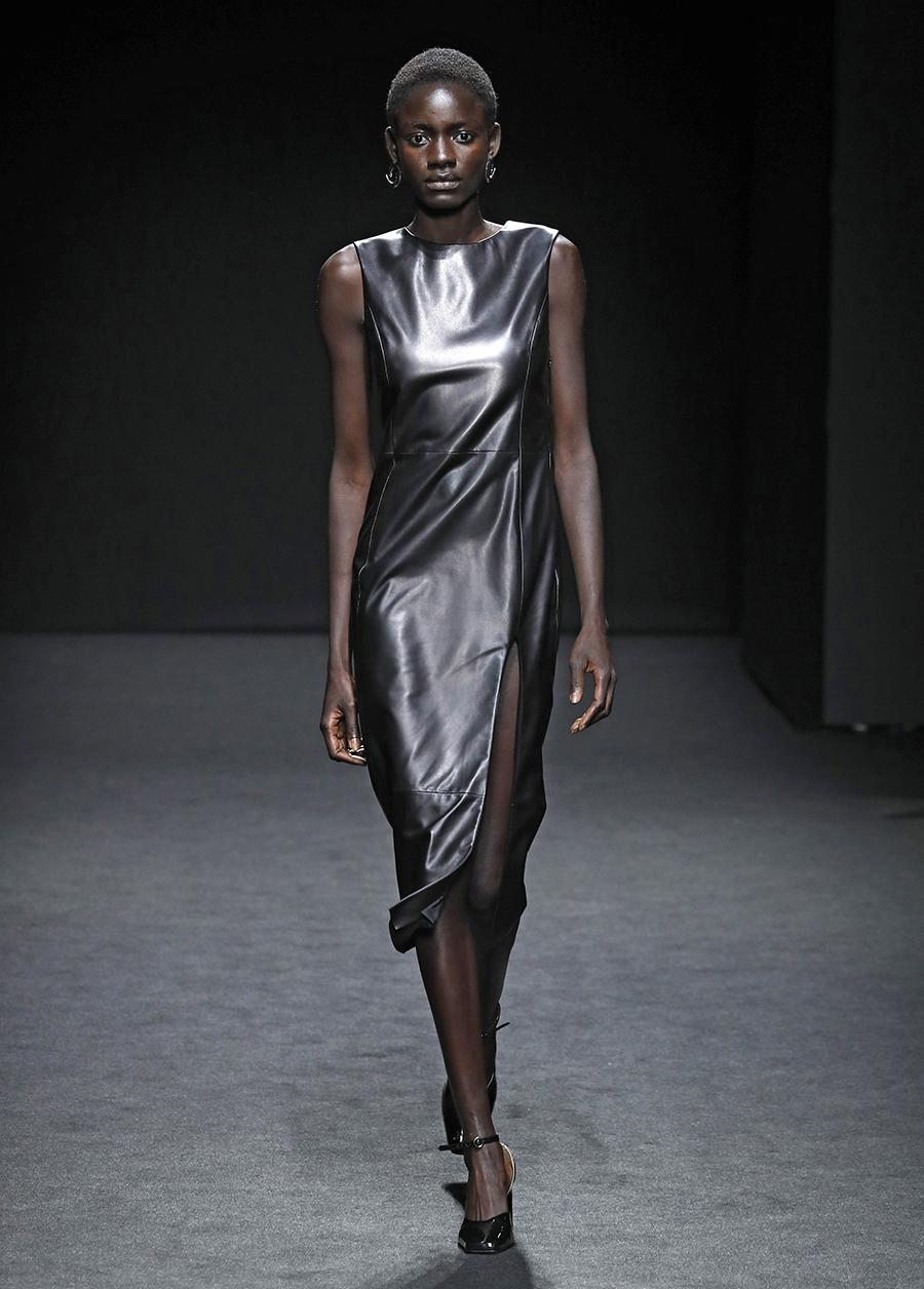что надеть день влюбленных валентина платье кожаное миди черное
