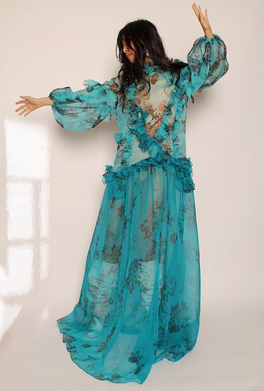 что надеть день влюбленных валентина платье длинное прозрачное пышное макси в цветы голубое
