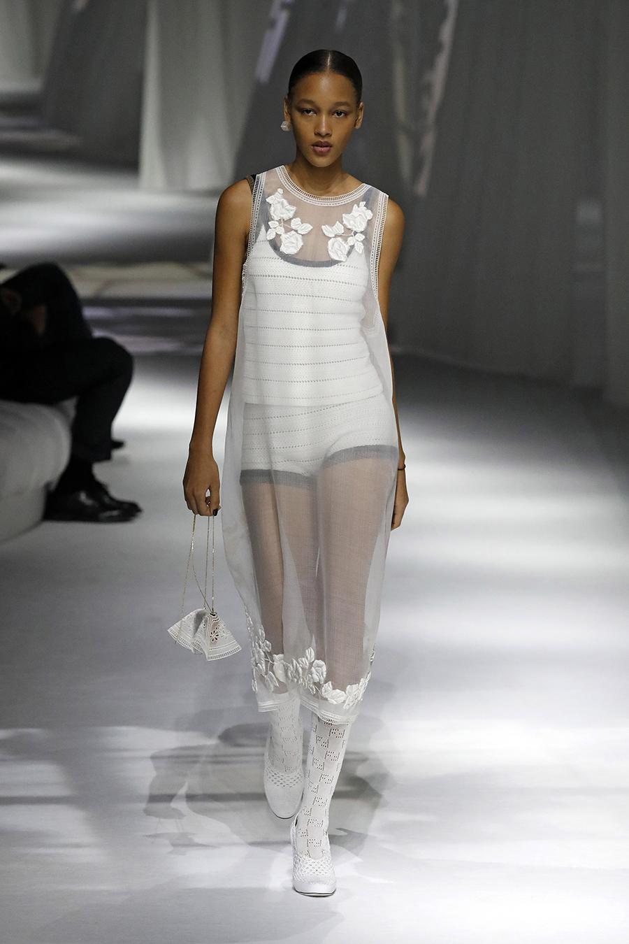 что надеть день влюбленных валентина платье прозрачное белое миди