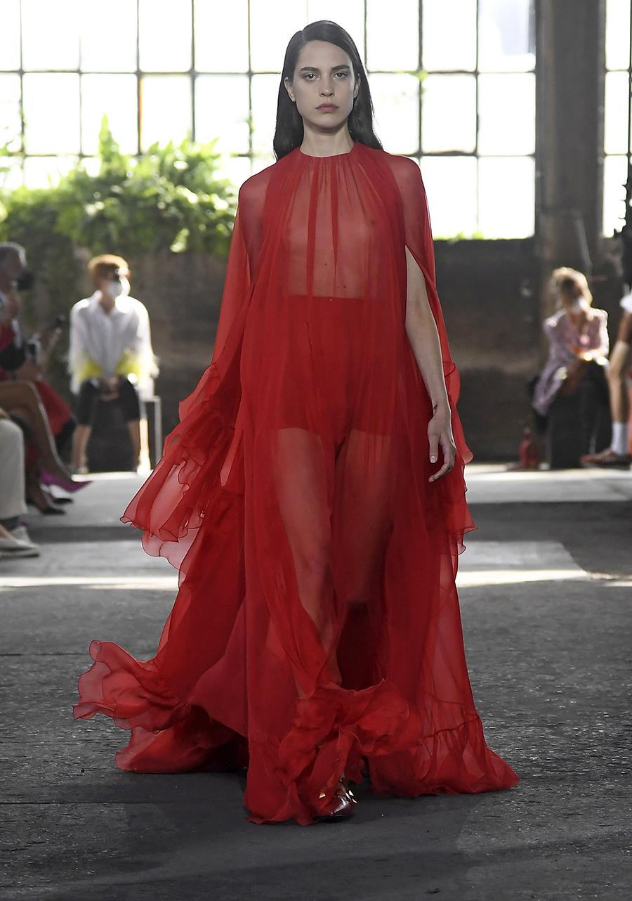 что надеть день влюбленных валентина платье длинное прозрачное красное пышное