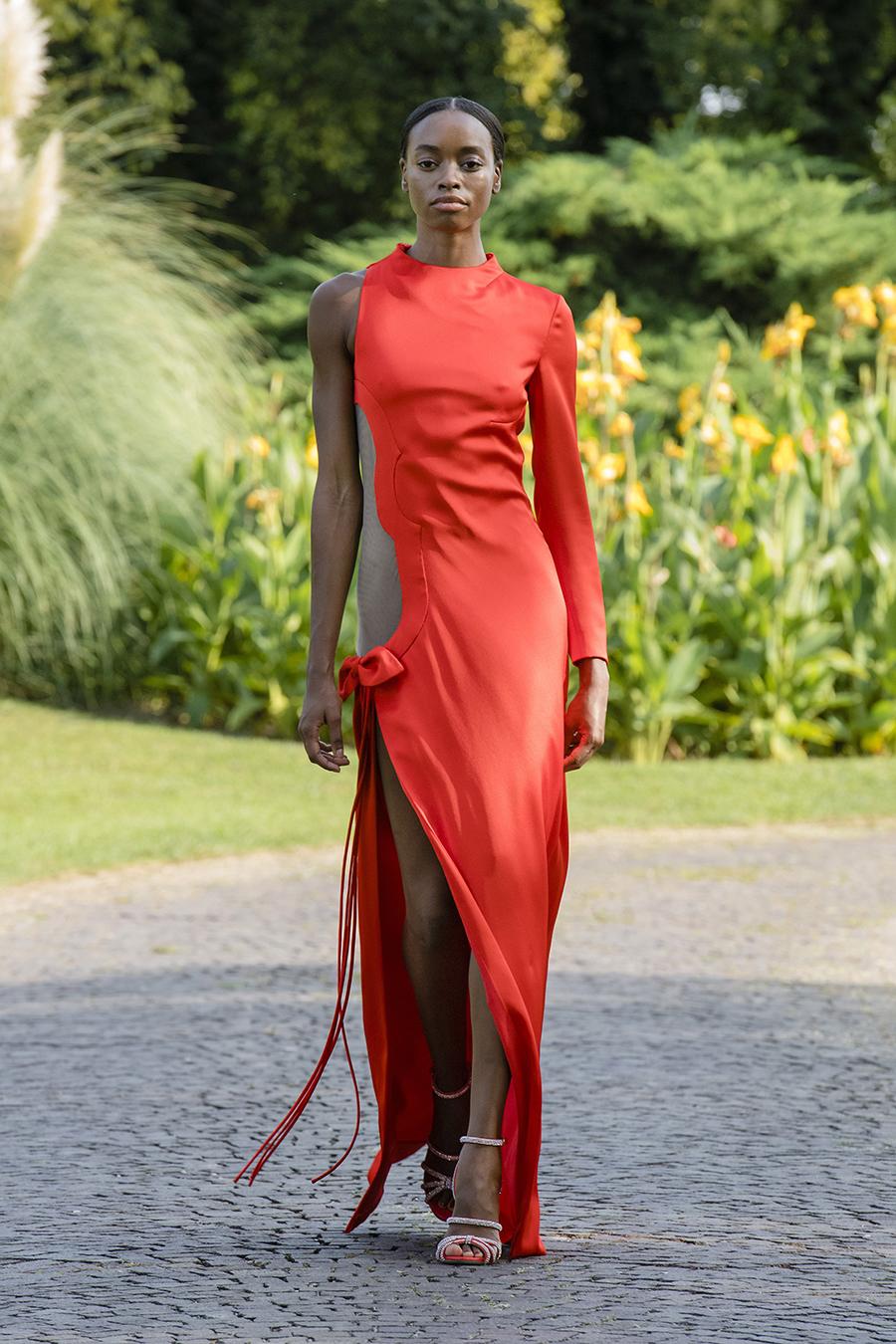 что надеть день влюбленных валентина платье с вырезами красное длинное макси на одно плечо с одним рукавом