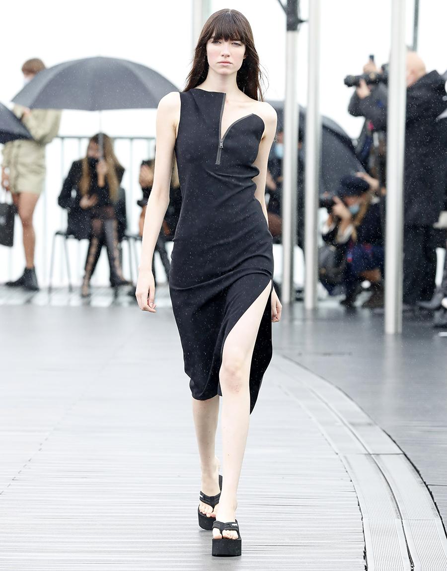что надеть день влюбленных валентина платье с вырезами черное миди до колена