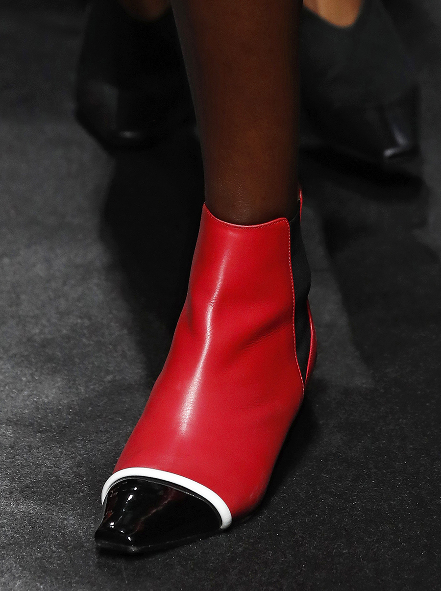 обувь весна 2021 туфли ботильоны ботинки яркие c контрастным мысом носком черные красные