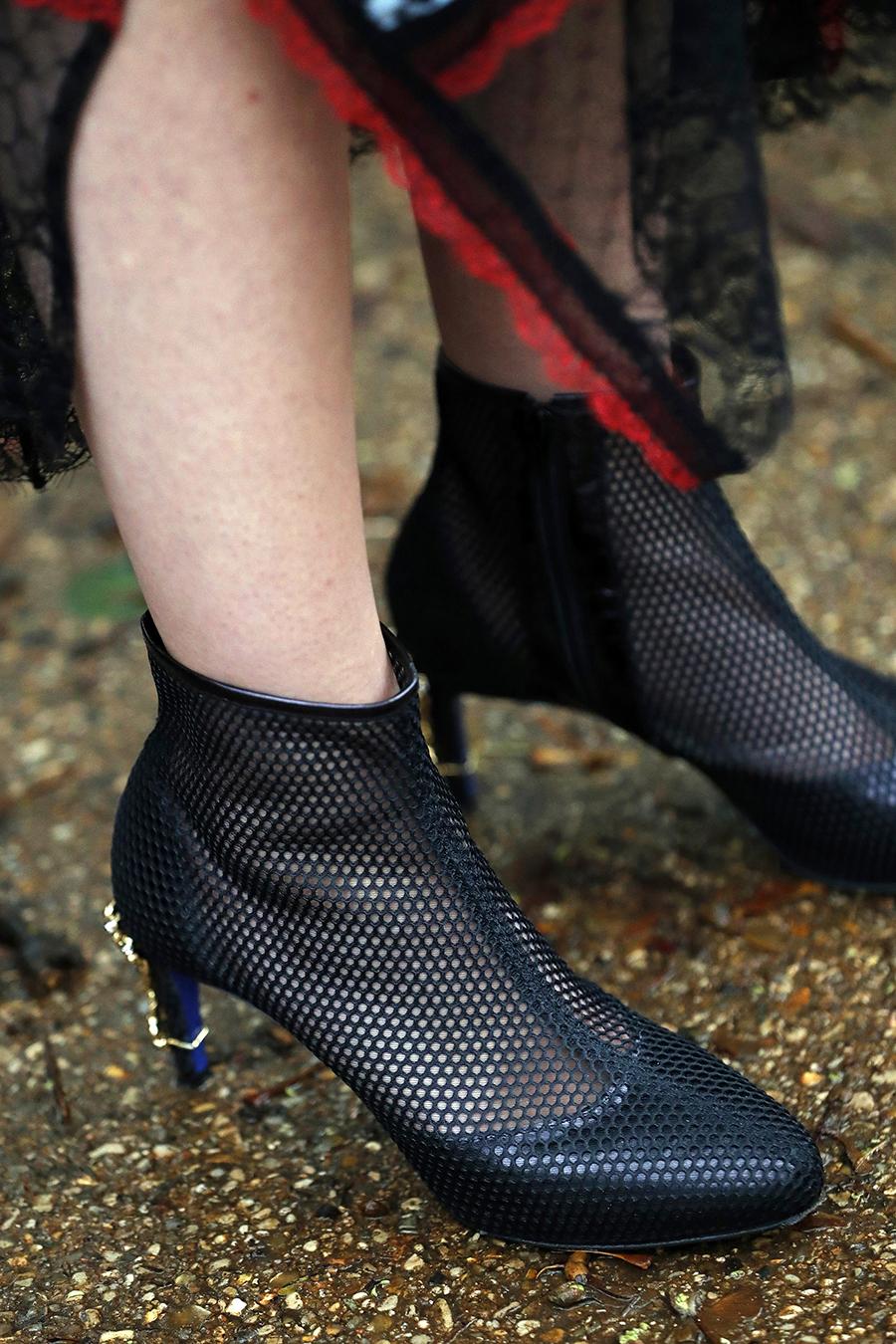обувь весна 2021 туфли ботильоны ботинки с перфорацией черные на каблуке