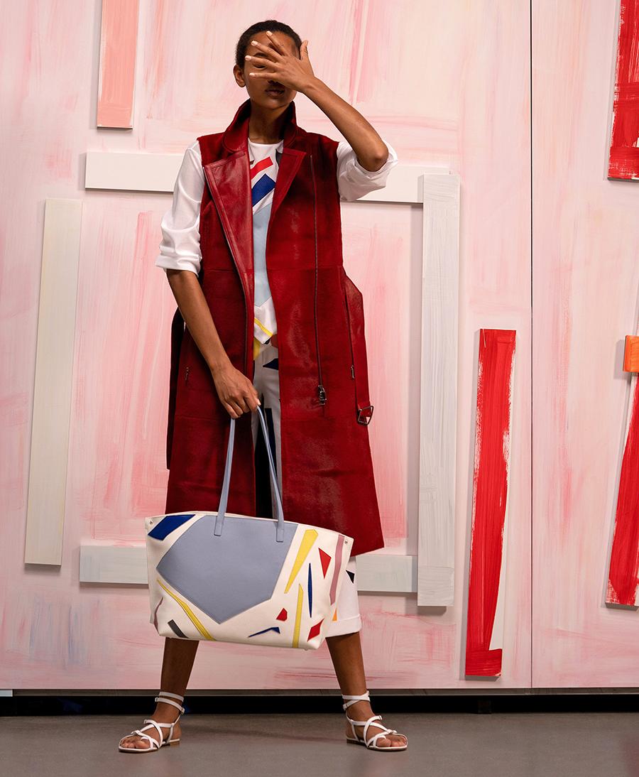 модный тренч весна 2021 длинный макси миди без рукавов жилет красный кожаный