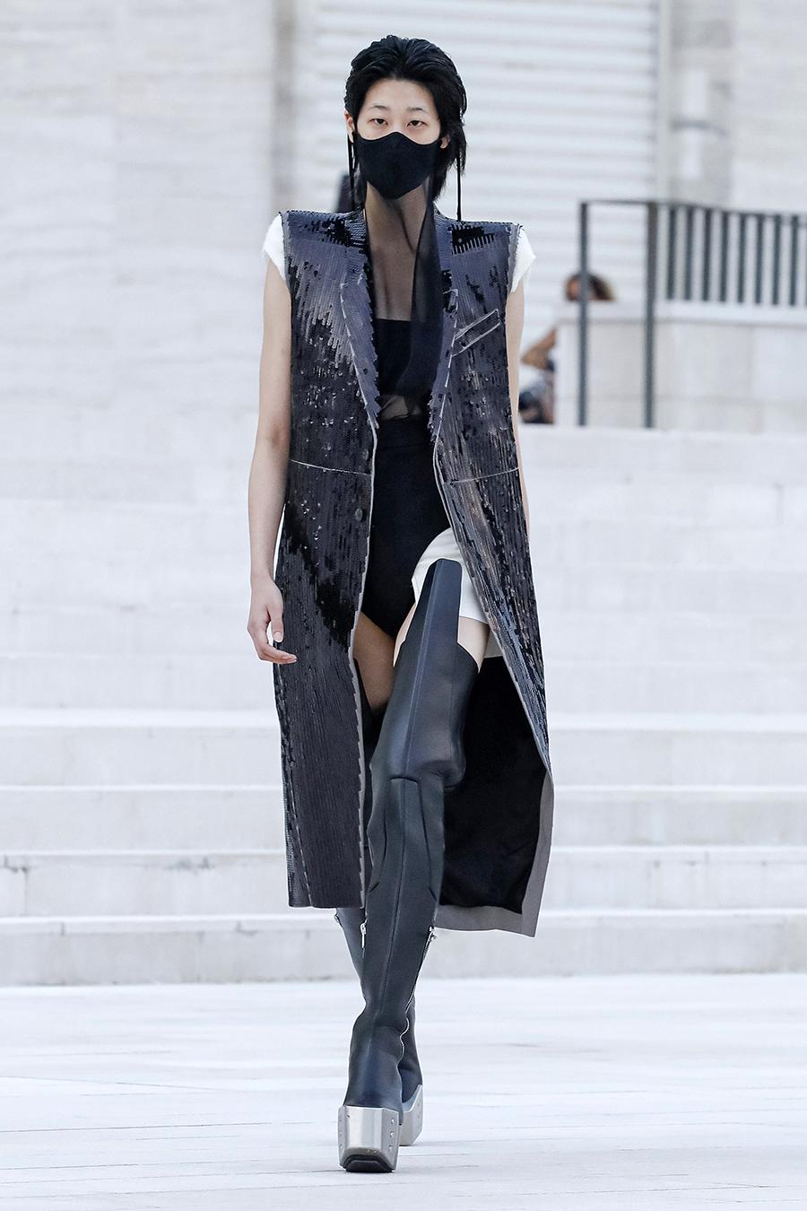модный тренч весна 2021 длинный макси миди без рукавов жилет