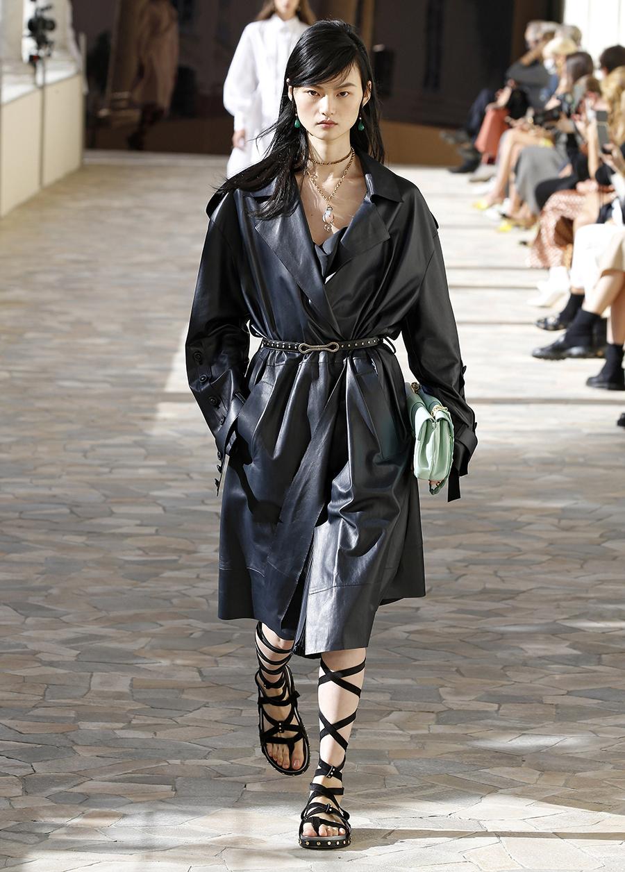 модный тренч весна 2021 длинный миди кожаный черный