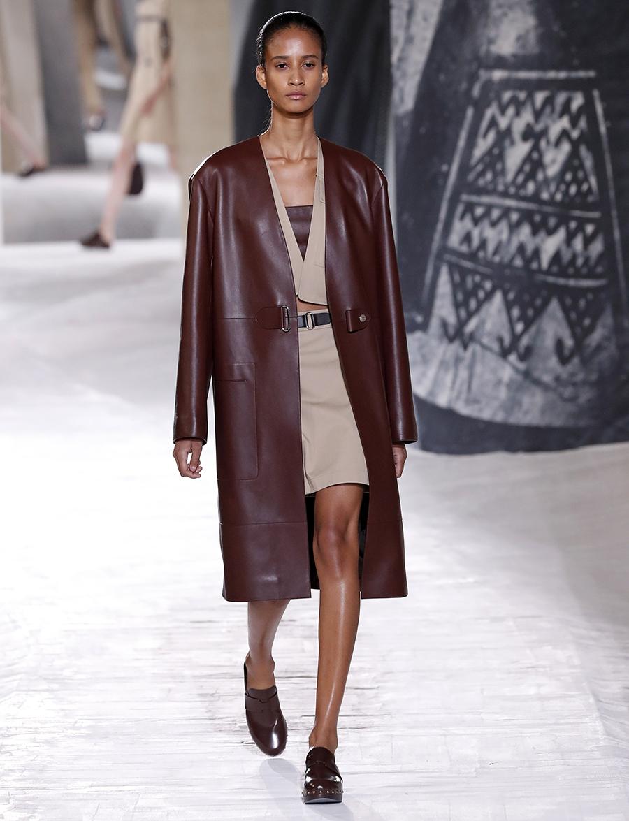 модный тренч весна 2021 длинный миди кожаный бордовый коричневый