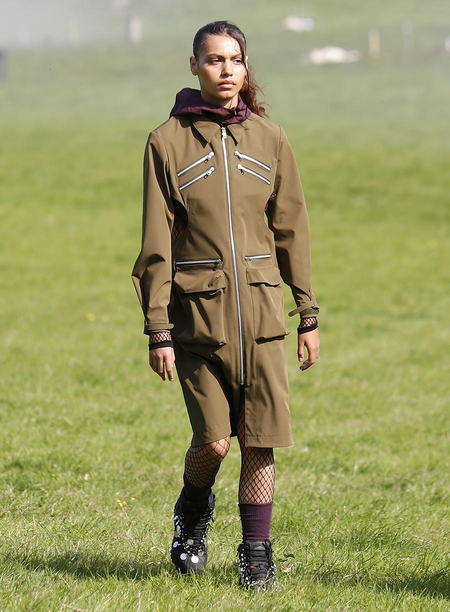 модный тренч весна 2021 длинный миди спортивный коричневый на молнии с накладными карманами