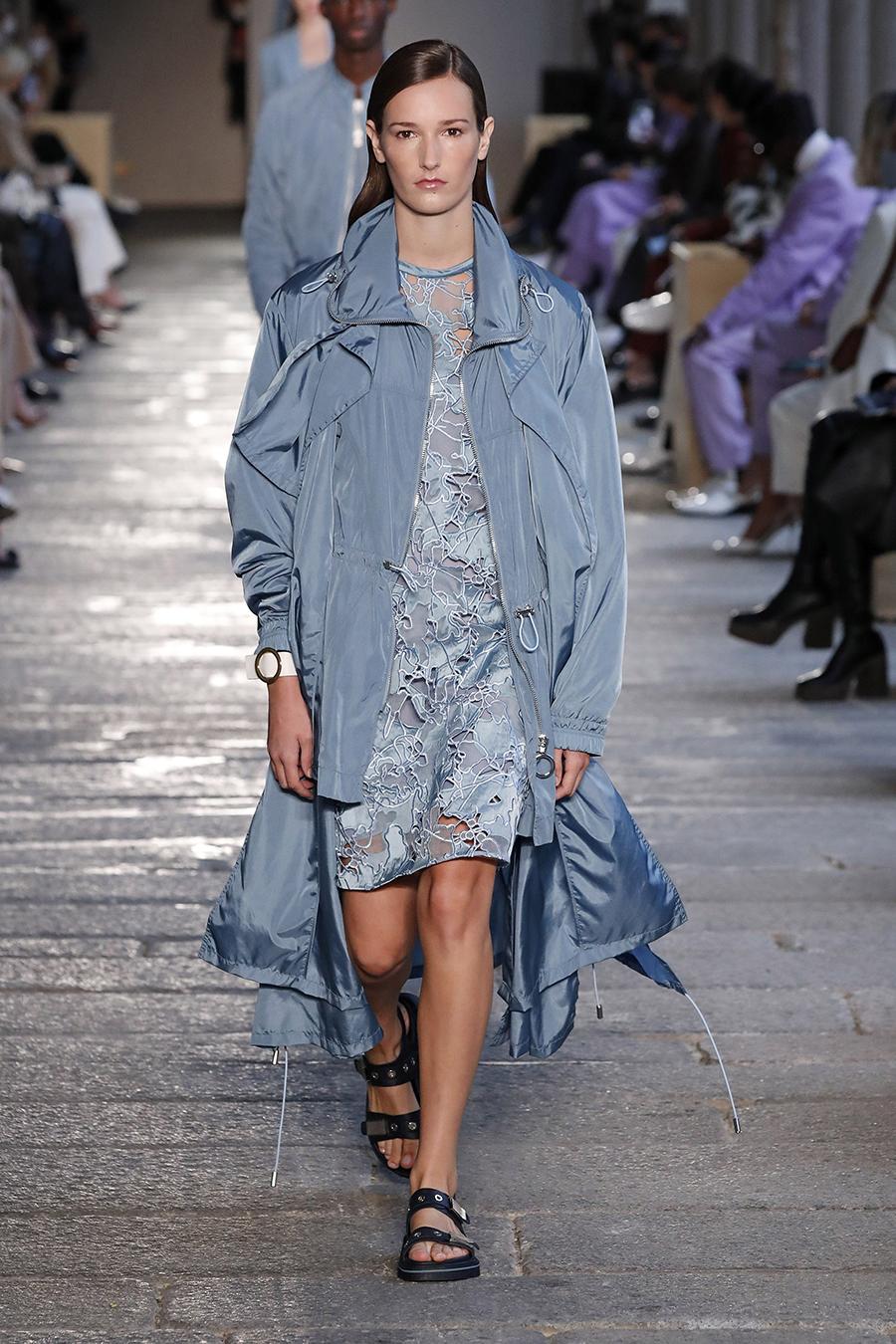 модный тренч весна 2021 длинный миди спортивный голубой синий лавандовый на молнии с накладными карманами