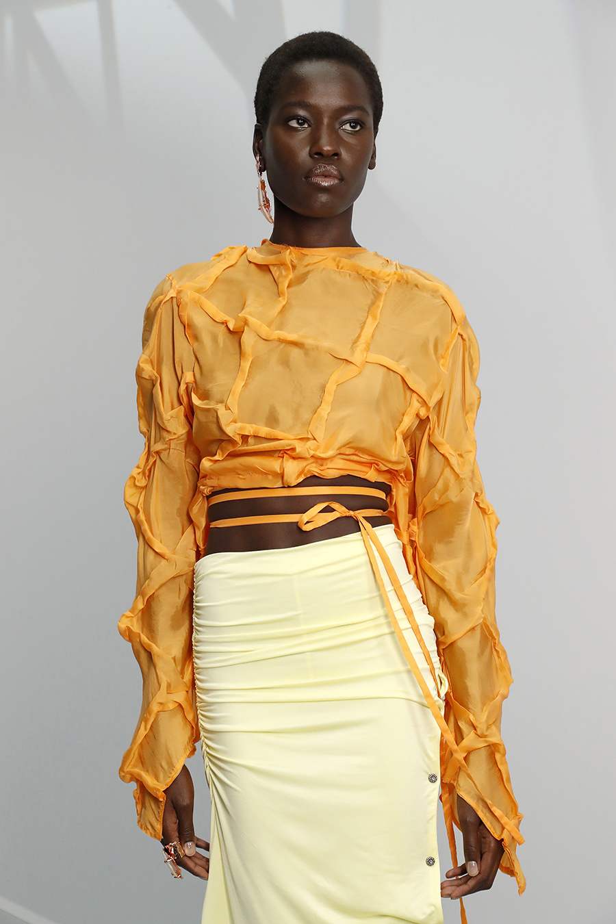 модная блуза блузка рубашка короткая кроп открытый живот оранжевая с завязками