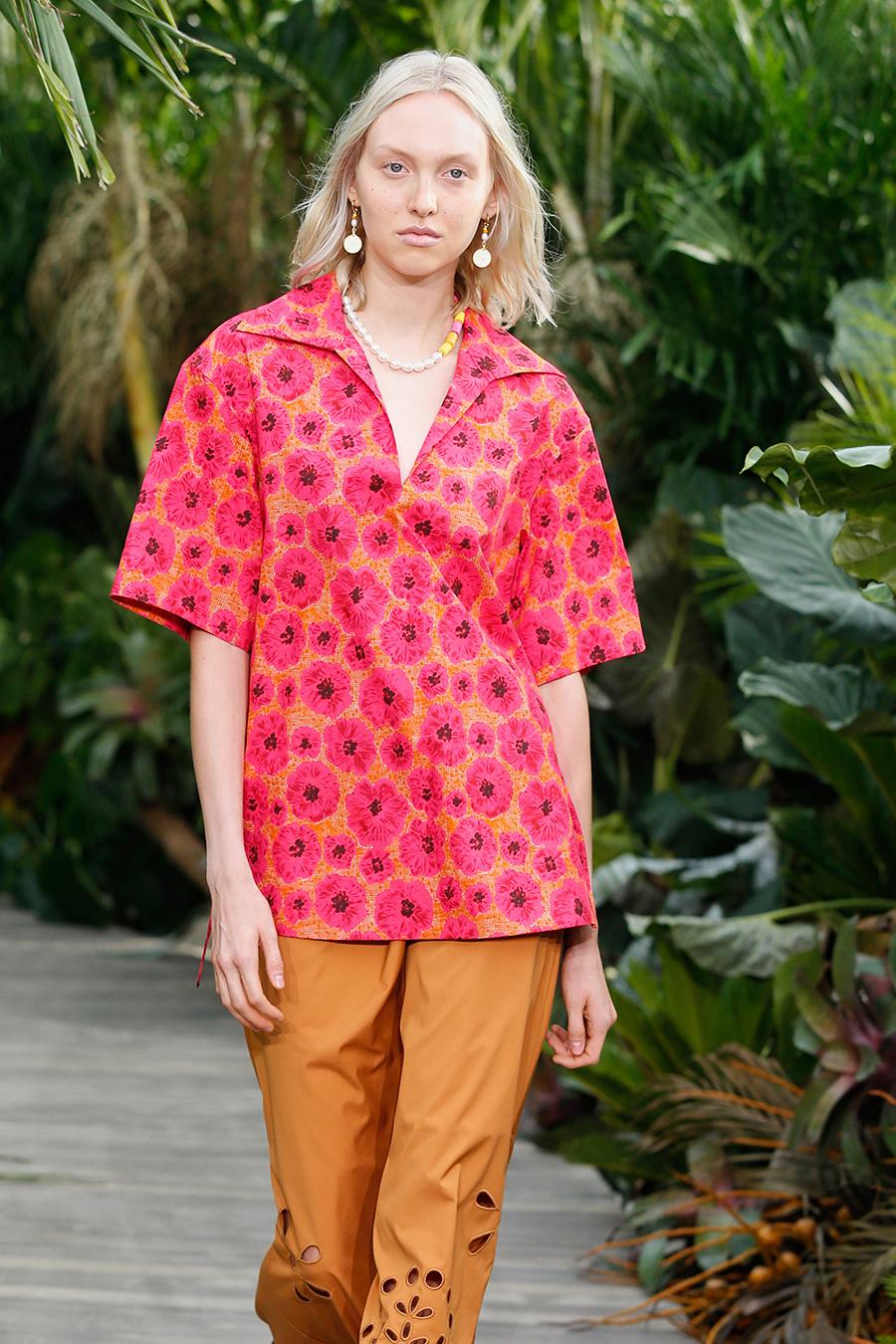 модная блуза блузка рубашка оборкипринты 70-х розовая оранжевая цветы