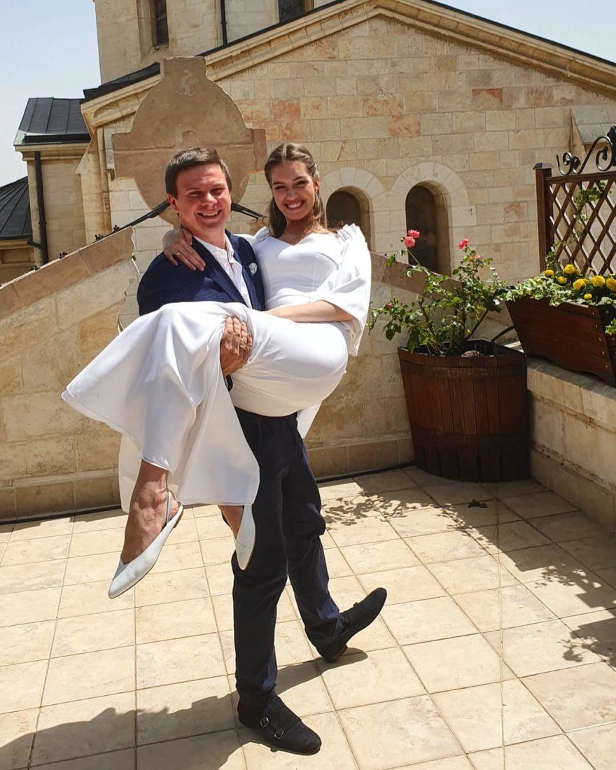 Александра Кучеренко Дмитрий Комаров свадьба свадебное платье минимализм белое простое украинские звезды в чем выходят замуж