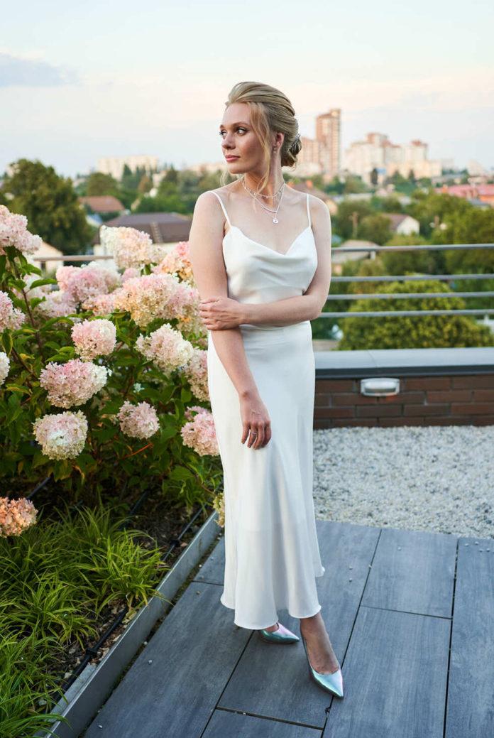 Алина Гордиенко свадьба свадебное платье минимализм белое простое украинские звезды в чем выходят замуж