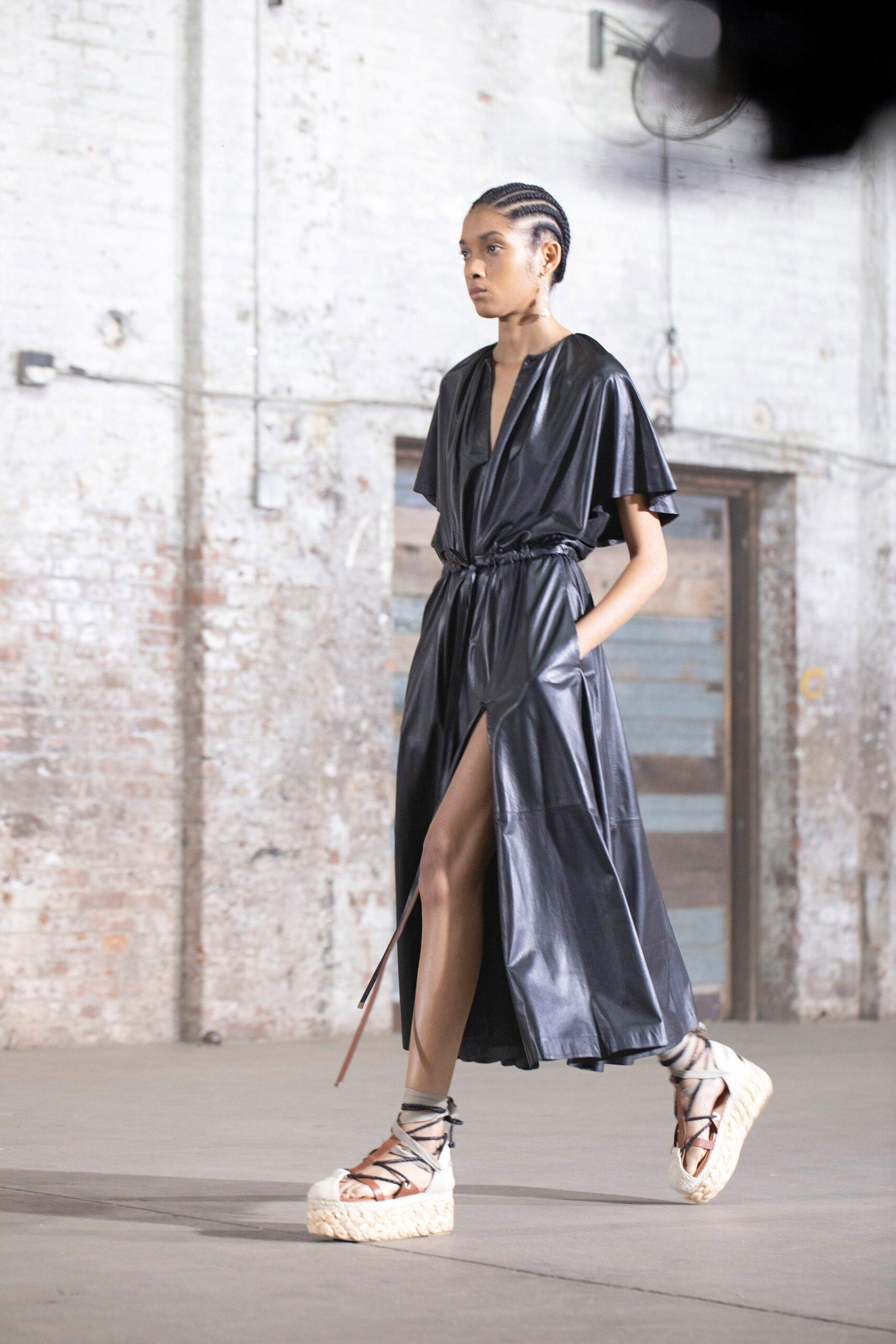 длинное кожаное платье