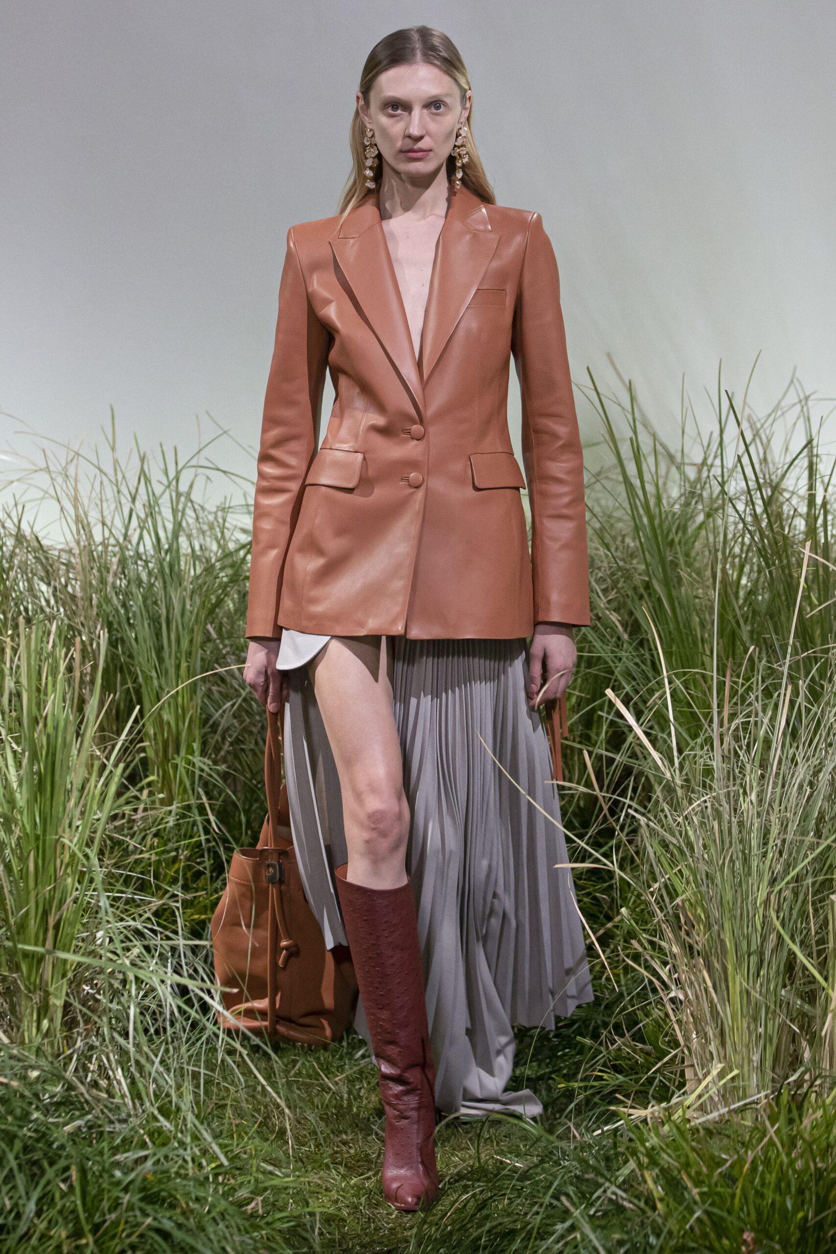 модная кожаная куртка весны 2021