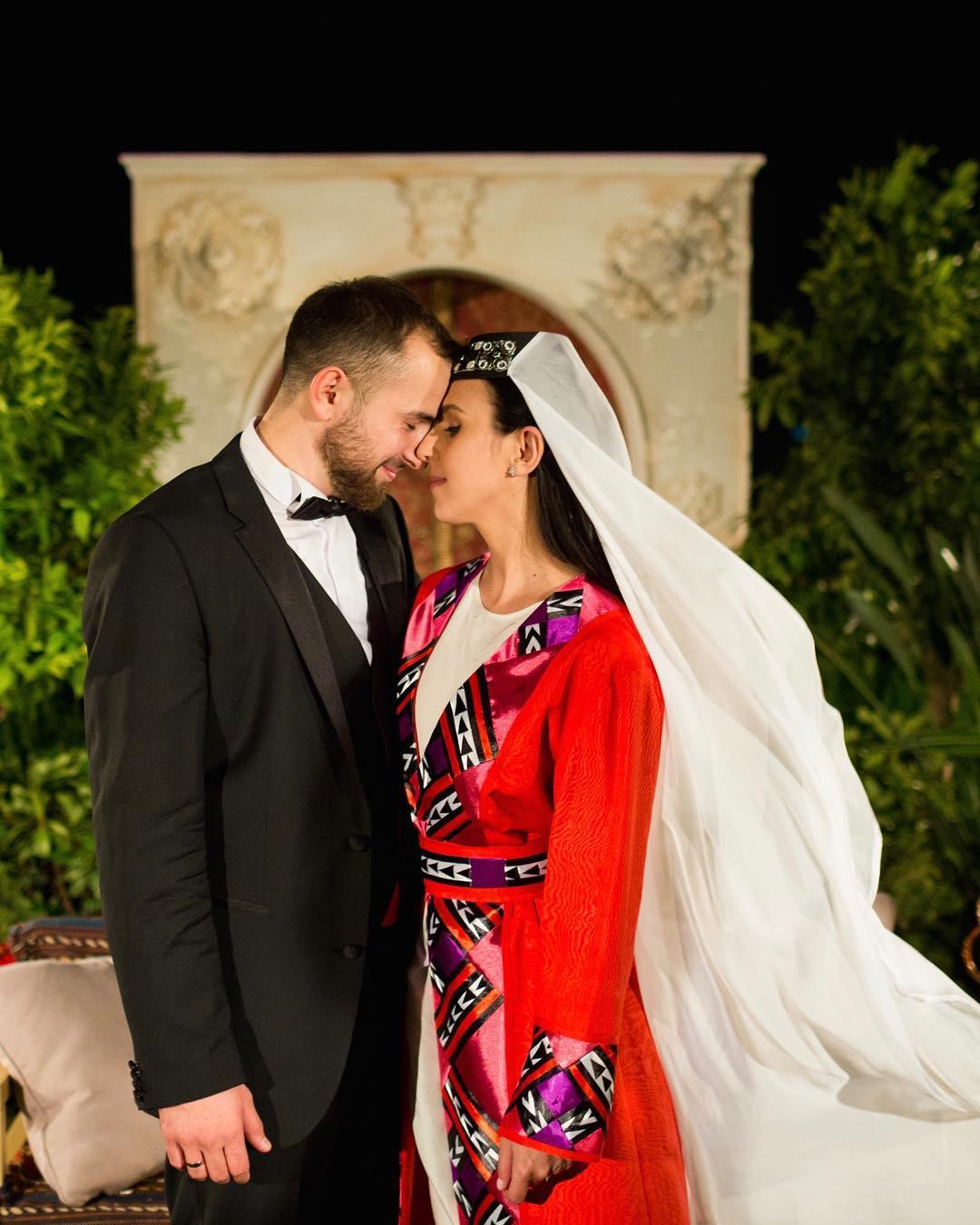 джамала свадьба свадебное платье красное длинное татарское в национальном стиле украинские звезды в чем выходят замуж