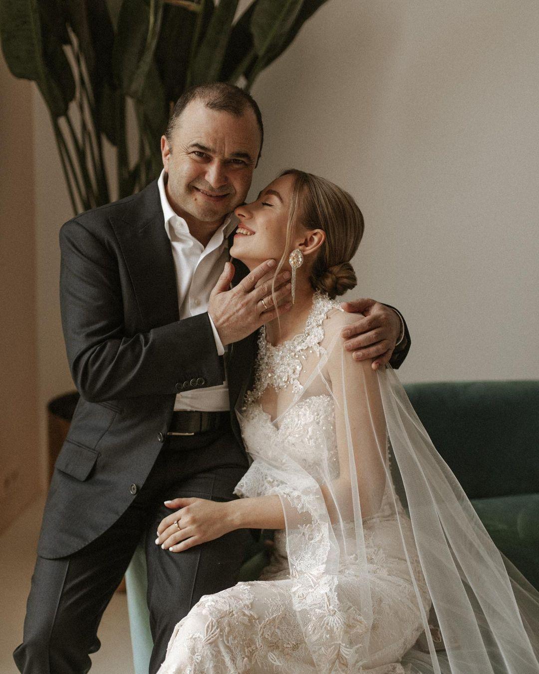 катерина репяхова виктор павлик свадьба свадебное платье белое длинное украинские звезды в чем выходят замуж