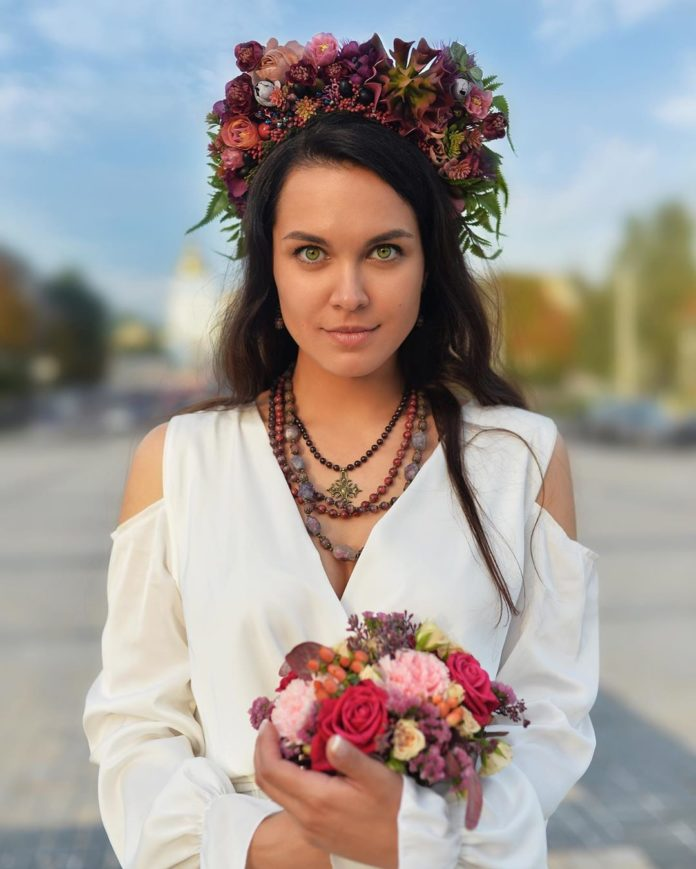слава красовская крепостная свадьба свадебное платье белое длинное украинское в национальном стиле украинские звезды в чем выходят замуж