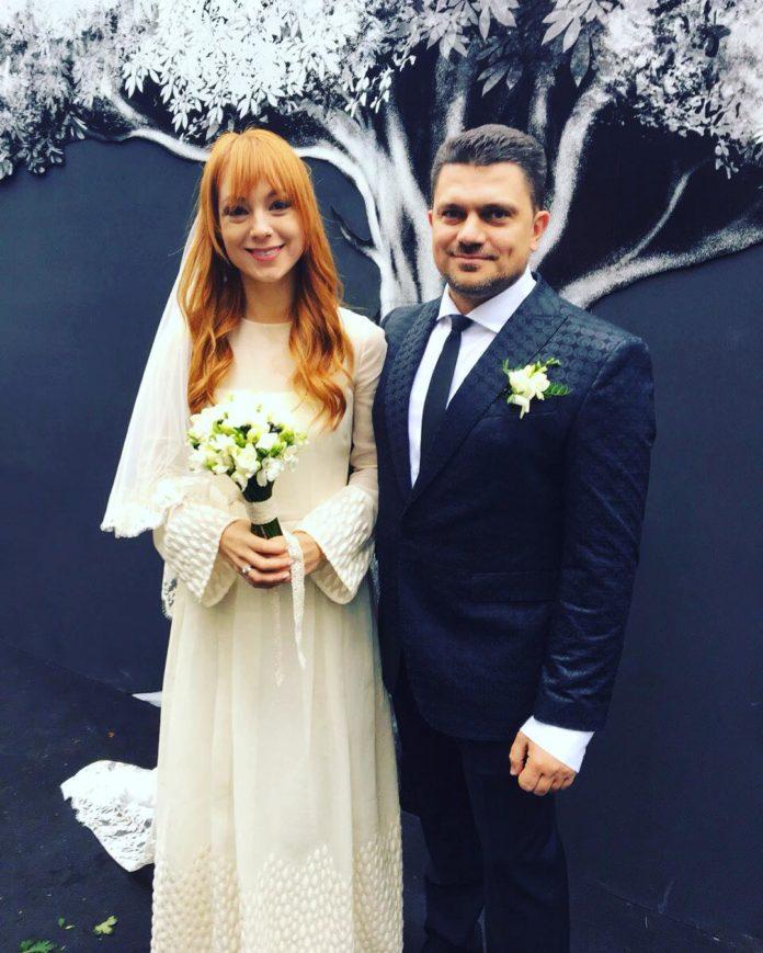 Светлана Тарабарова свадьба свадебное платье минимализм белое простоеукраинские звезды в чем выходят замуж
