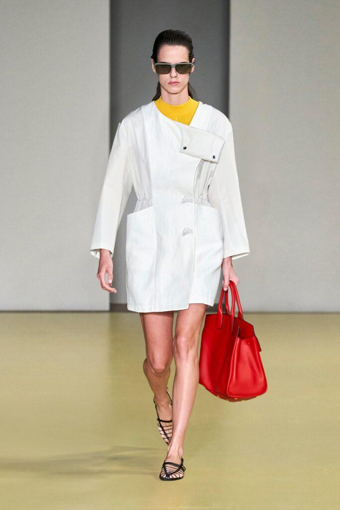 модная объемная большая красная сумка овесайз тоут