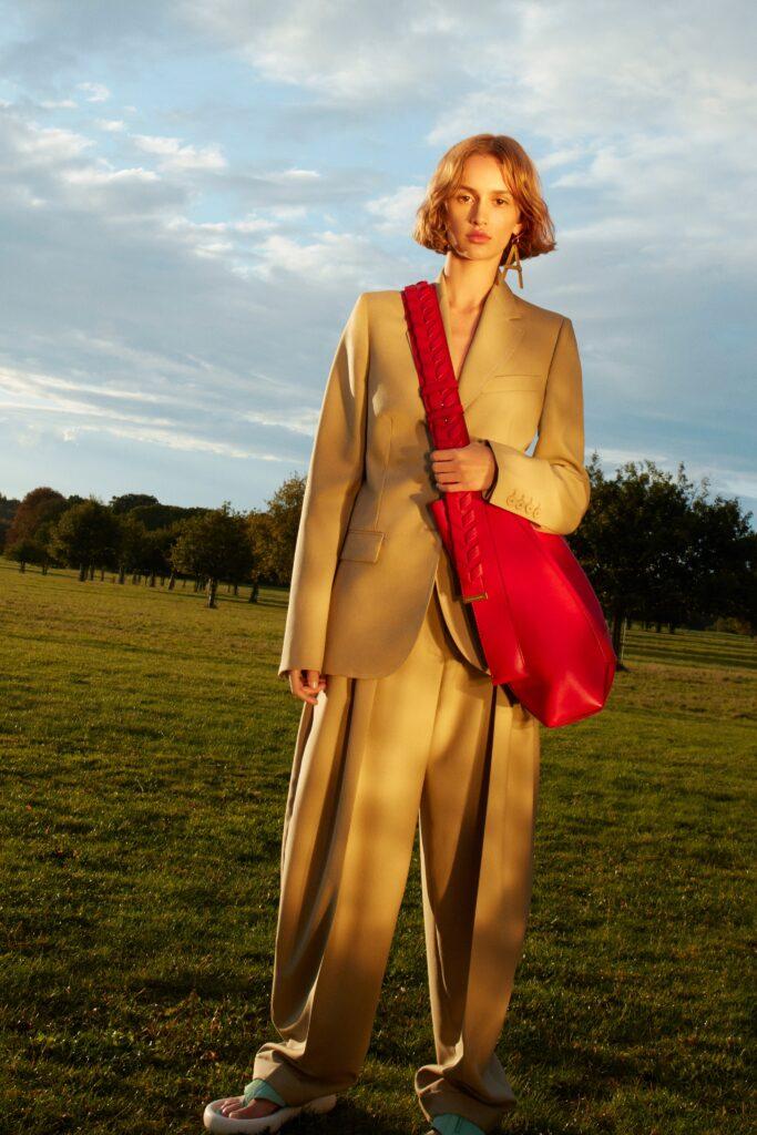 модная объемная большая красная сумка овесайз портфель кроссбоди