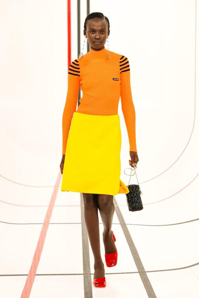 модное сочетание оранжевого и желтого оранжевый тренд 2021 весна лето мода как носить с чем сочетать