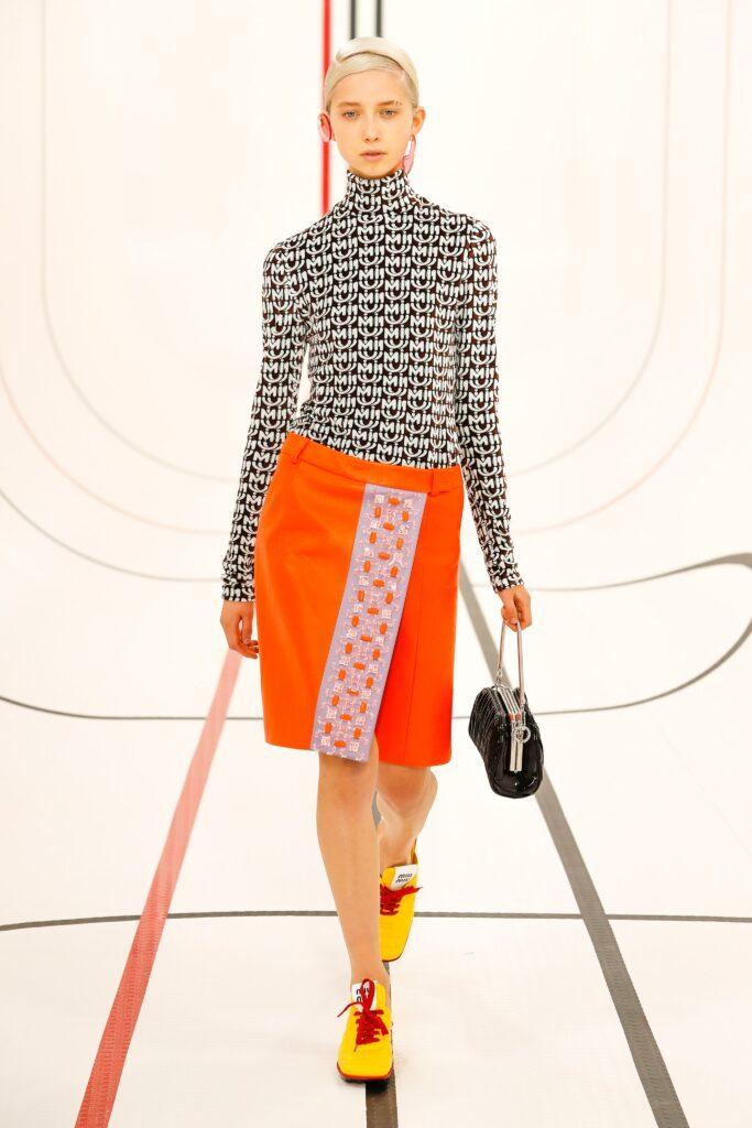 оранжевая юбка оранжевый тренд 2021 весна лето мода как носить с чем сочетать