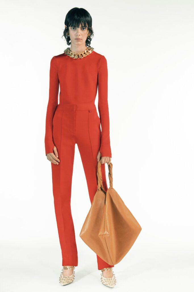 оранжевый комбинезон оранжевый тренд 2021 весна лето мода как носить с чем сочетать