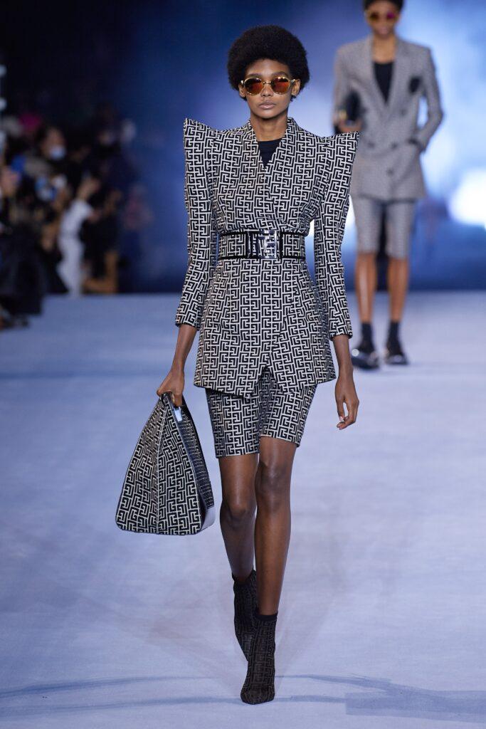 модная объемная большая сумка овесайз тоут шоппер логотипы