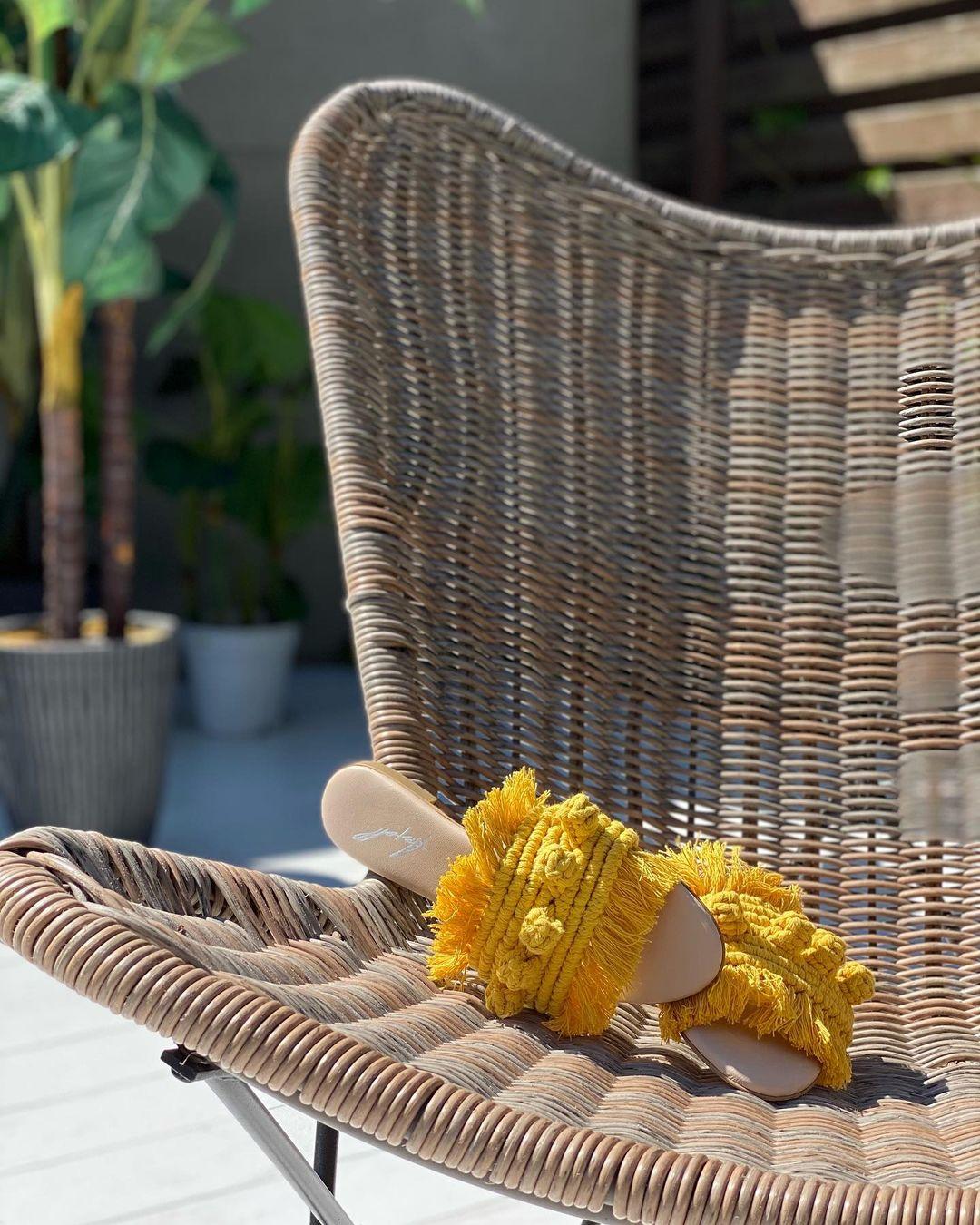 модная обувь лето 2021 на низком ходу плоская подошва без каблука женская веревочные плетеные макраме желтые шлепанцы