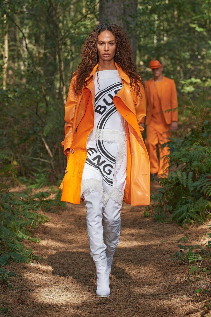 оранжевый тренч оранжевый тренд 2021 весна лето мода как носить с чем сочетать