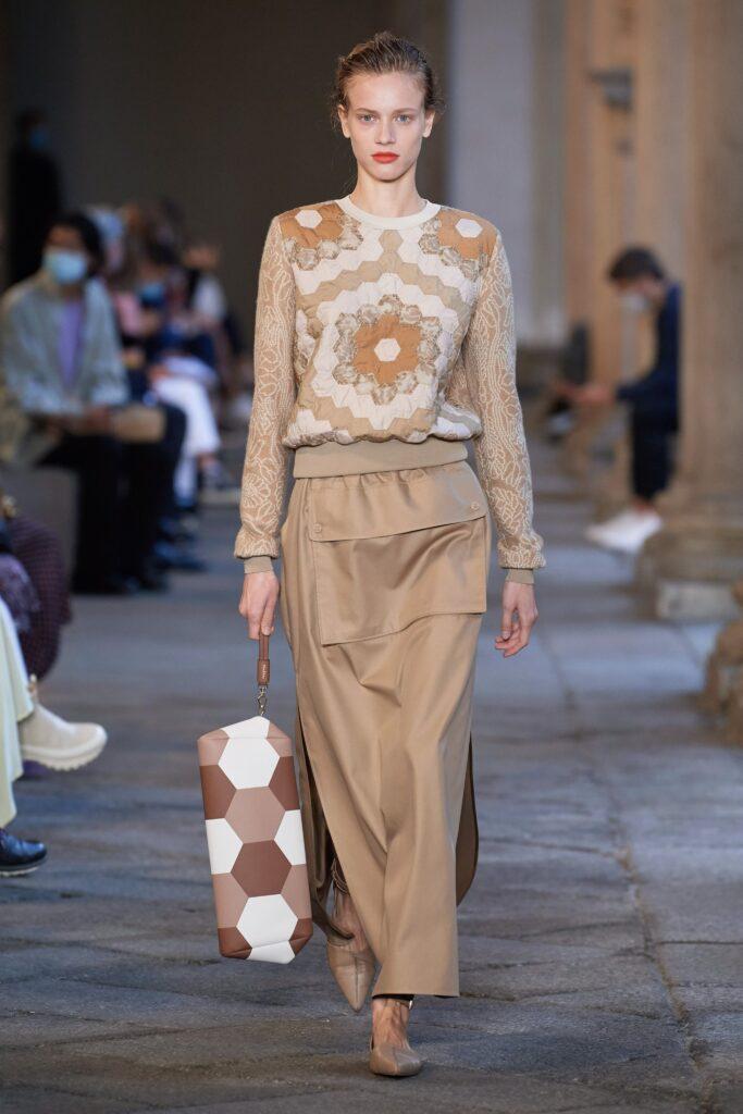 модная объемная большая белая бежевая коричневая принты сумка овесайз тоут шоппер