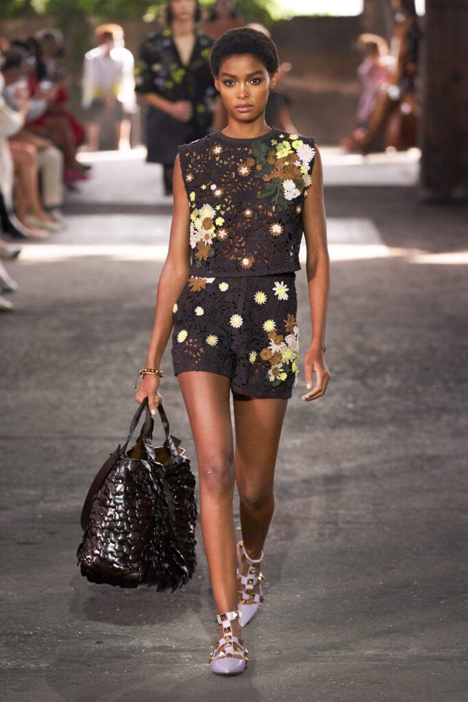 модная объемная большая коричневая сумка овесайз тоут