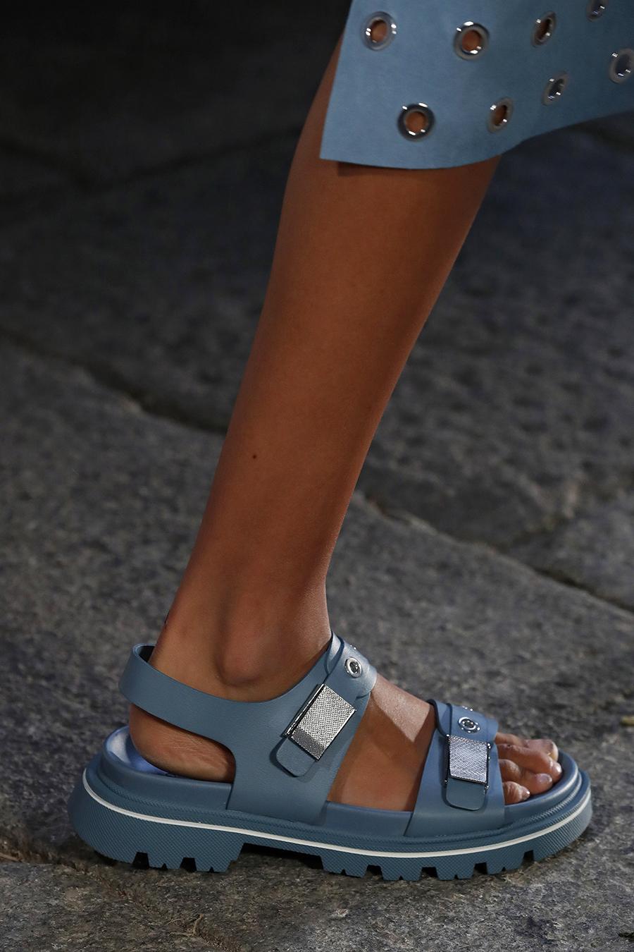 модная обувь лето 2021 на низком ходу плоская подошва без каблука женская спортивные голубые