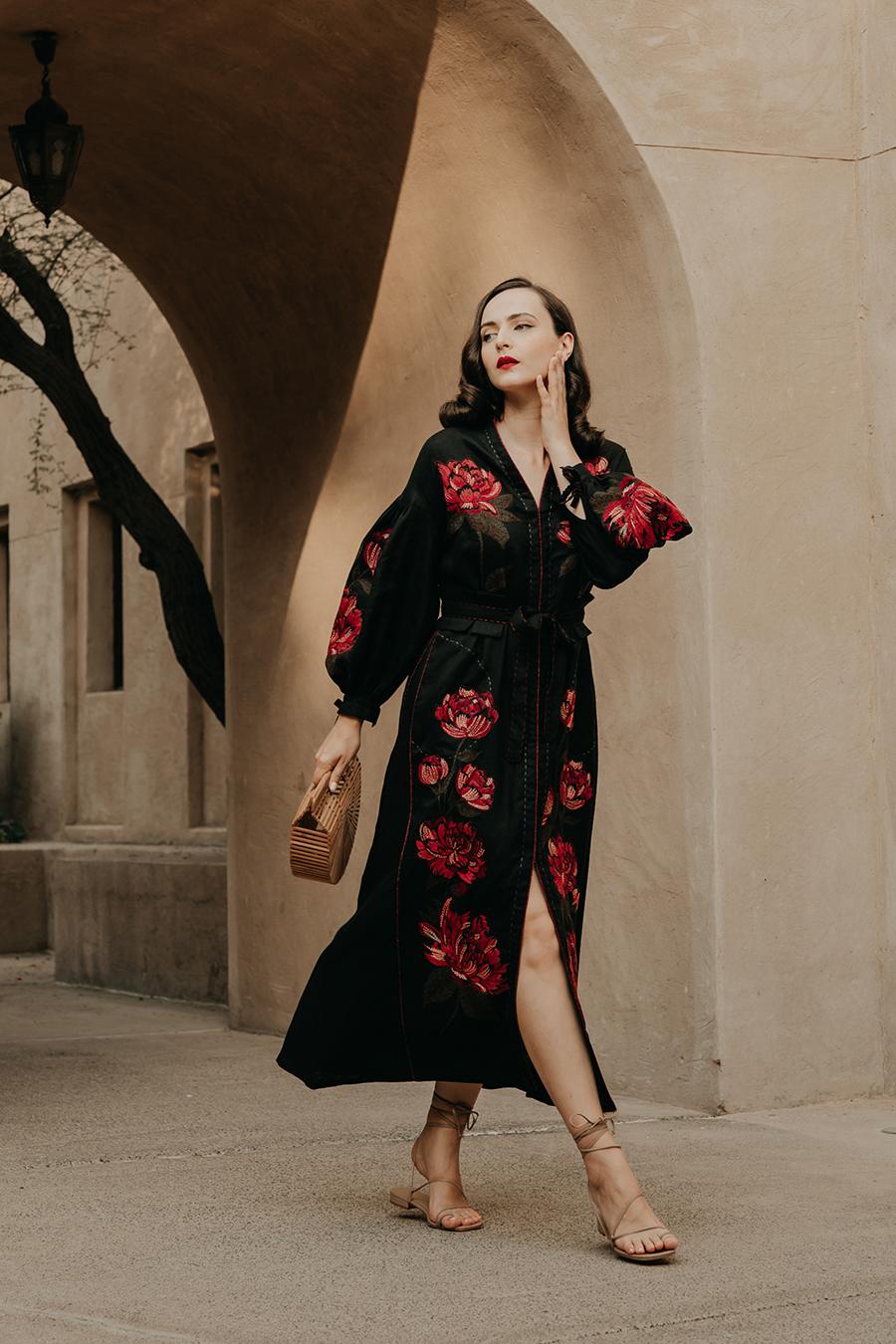 день вышиванки незалежНості независимости украинский бренд где купить платье вышитое черное красное