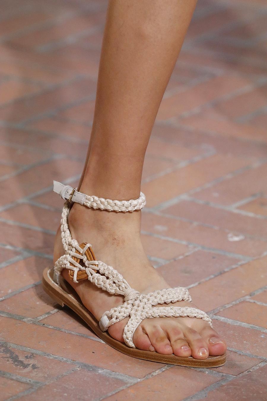 модные босоножки лето2021 тренд плетеные веревочные белые на плоской подошве низком ходу