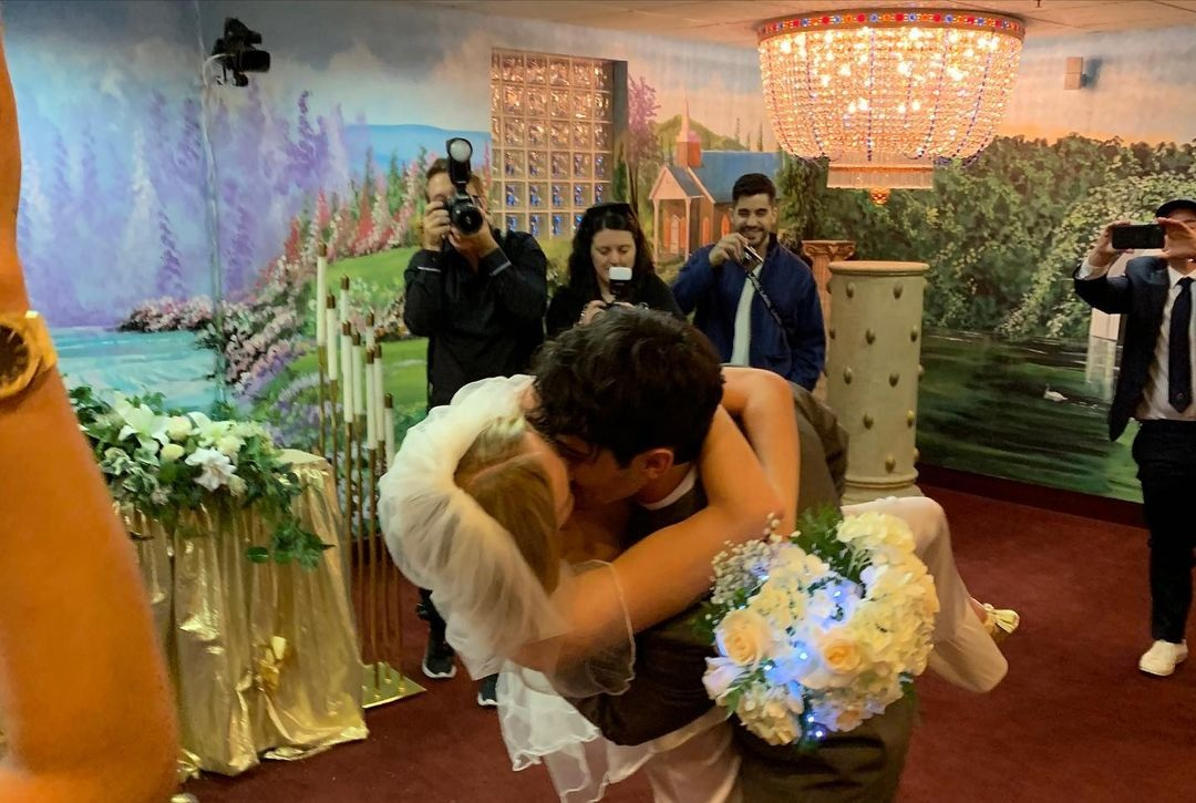 софи терненр джо джонас санса игра престолов свадьба тайная