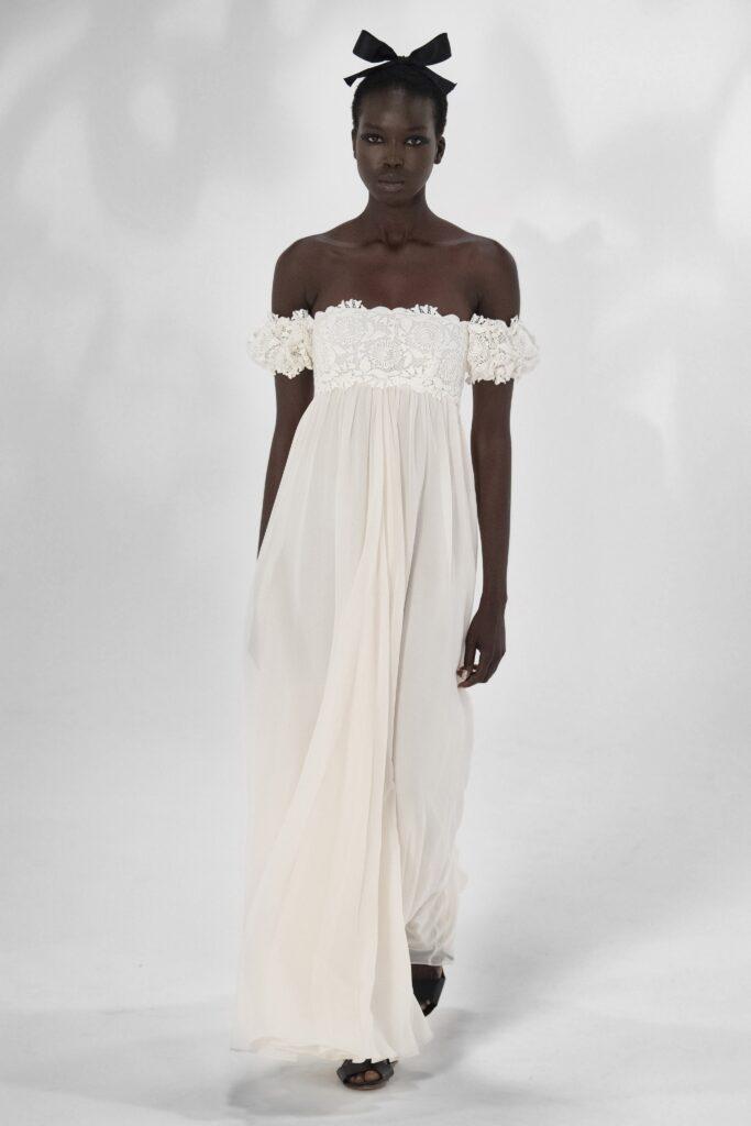 белое платье с кружевом с открытыми плечами
